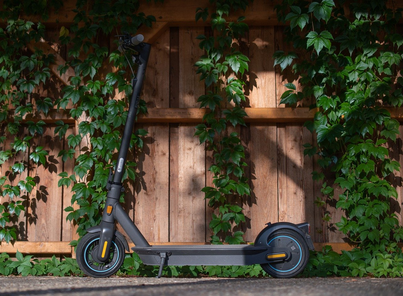 E Scooter Roller Electric Scooter  - aixklusiv / Pixabay
