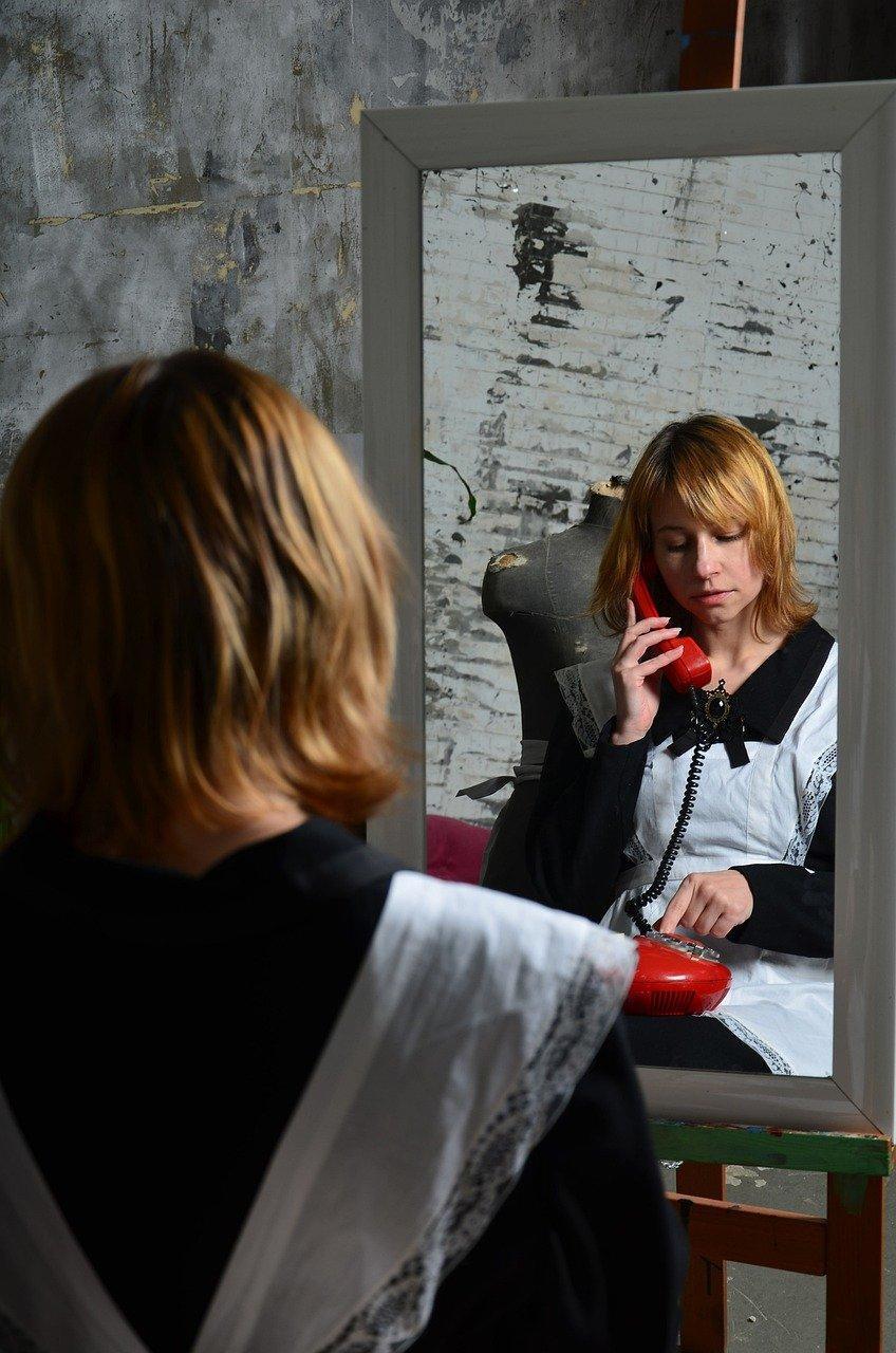 Mirror Woman Call Reflection Retro  - Victoria_Borodinova / Pixabay